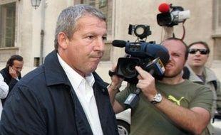 La cour d'appel d'Aix-en-Provence a revu à la baisse mercredi les condamnations dans l'affaire des transferts suspects de l'Olympique de Marseille entre 1997 et 1999, condamnant l'ancien entraîneur Rolland Courbis à deux ans de prison ferme et l'actionnaire principal Robert Louis-Dreyfus à dix mois de prison avec sursis.