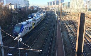 Train TER arrivant en gare de lille flandres