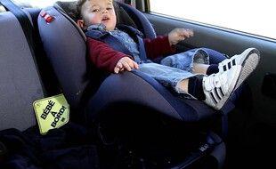 Photo d'illustration d'un enfant dans une voiture.