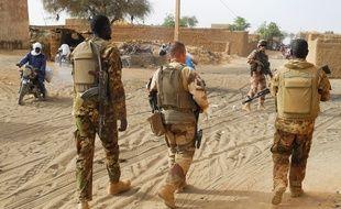 Des militaires maliens et français, au Mali le 21 mars 2019.