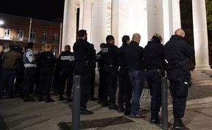 Environ 100 policiers ont manifesté leur ras-le-bol à Toulouse, dans la nuit du 19 au 20 octobre 2016.