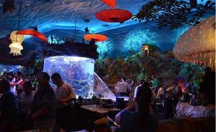 En se fissurant, l'aquarium du T-Rex Café a déversé des trombes d'eau sur les clients attablés.