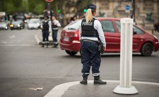 Une agente de police, à Paris, le 30 avril 2019.