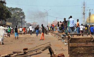 Des milliers de femmes ont défilé en blanc dans les rues de Conakry (Guinée) pour protester contre les violences policières (illustration d'une manifestation en 2015).