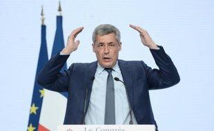 """Le député Henri Guaino prend la parole au congrès fondateur du parti """"Les Républicains"""", le 30 mai 2015 à Paris"""