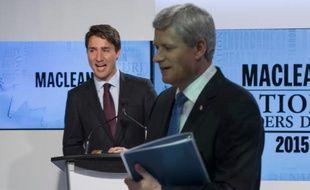 Le Premier ministre sortant Stephen Harper (d) et Justin Trudeau, chef du parti libéral après un débat télévisé, le 6 août 2015 à Toronto