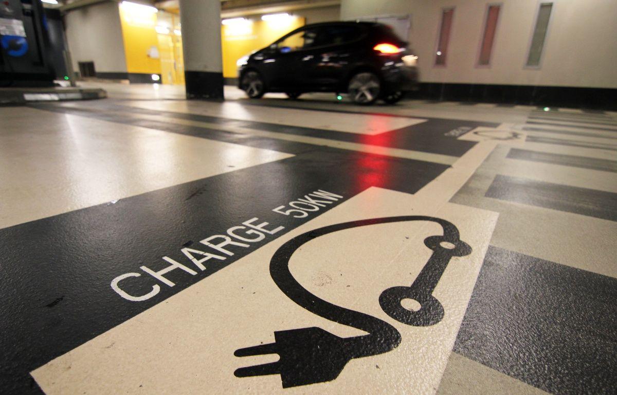 Illustration d'une place de parking dédiée à la recharge des voitures électriques. Ici dans un parking souterrain de Rennes. – C. Allain / 20 Minutes