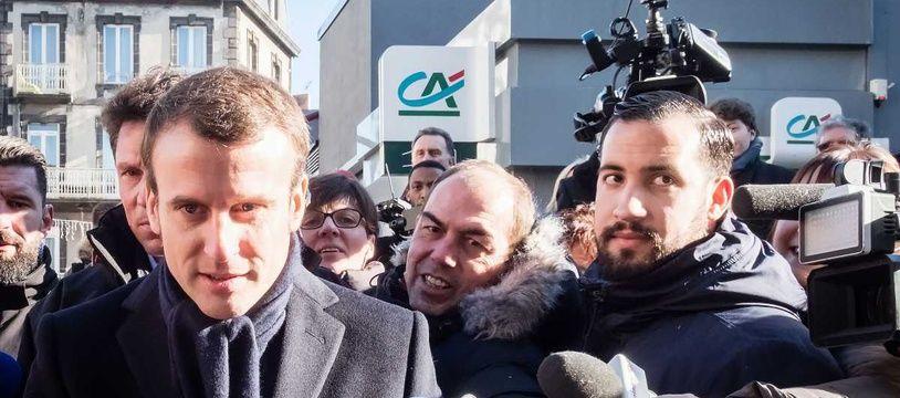 Alexandre Benalla et Emmanuel Macron pendant la campagne en 2017.