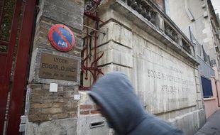 Vingt-six interpellations après un «attroupement armé» devant le lycée professionnel Edgar Quinet dans le 9e à Paris, le 17 septembre 2013.