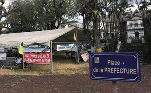La Kaz du peup réyoné, l'un des fiefs des «gilets jaunes» réunionnais, installée au pied de la préfecture de Saint-Denis, chef-lieu de La Réunion.