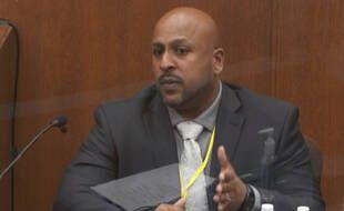 L'agent James Reyerson, qui a mené l'enquête sur la mort de George Floyd pour le Bureau of Criminal Apprehension, témoigne au procès de Derek Chauvin le 7 avril 2021.