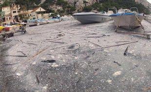 Une pollution à la paraffine touche le 14 octobre 2014 une partie du parc national des Calanques, dans les Bouches-du-Rhône