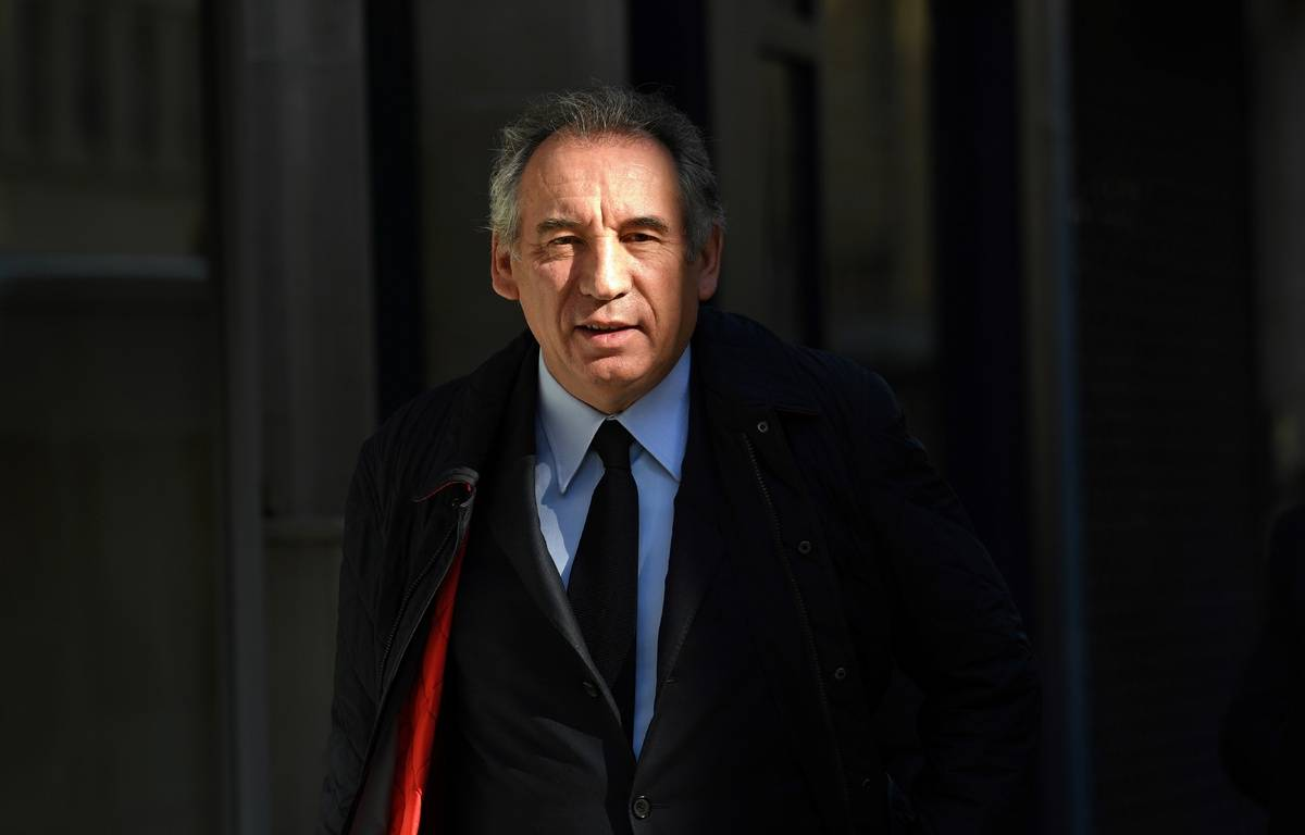 François Bayrou, marchant dans les rues de Paris, le 11 mai 2017.  – Eric FEFERBERG / AFP