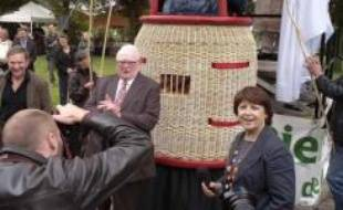 Martine Aubry et Pierre Mauroy, devant le géant à l'effigie de l'ancien premier ministre inauguré pour ses 80 ans.