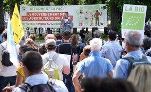 Des agriculteurs bio réunis à l'appel de la Fnab, leur fédération, le 2 juin 2021 aux Invalides à Paris.