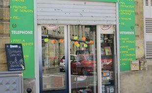 Le 22 juin 2015, une épicerie musulmane de Bordeaux decide d'instaurer la non-mixite entre hommes et femmes.