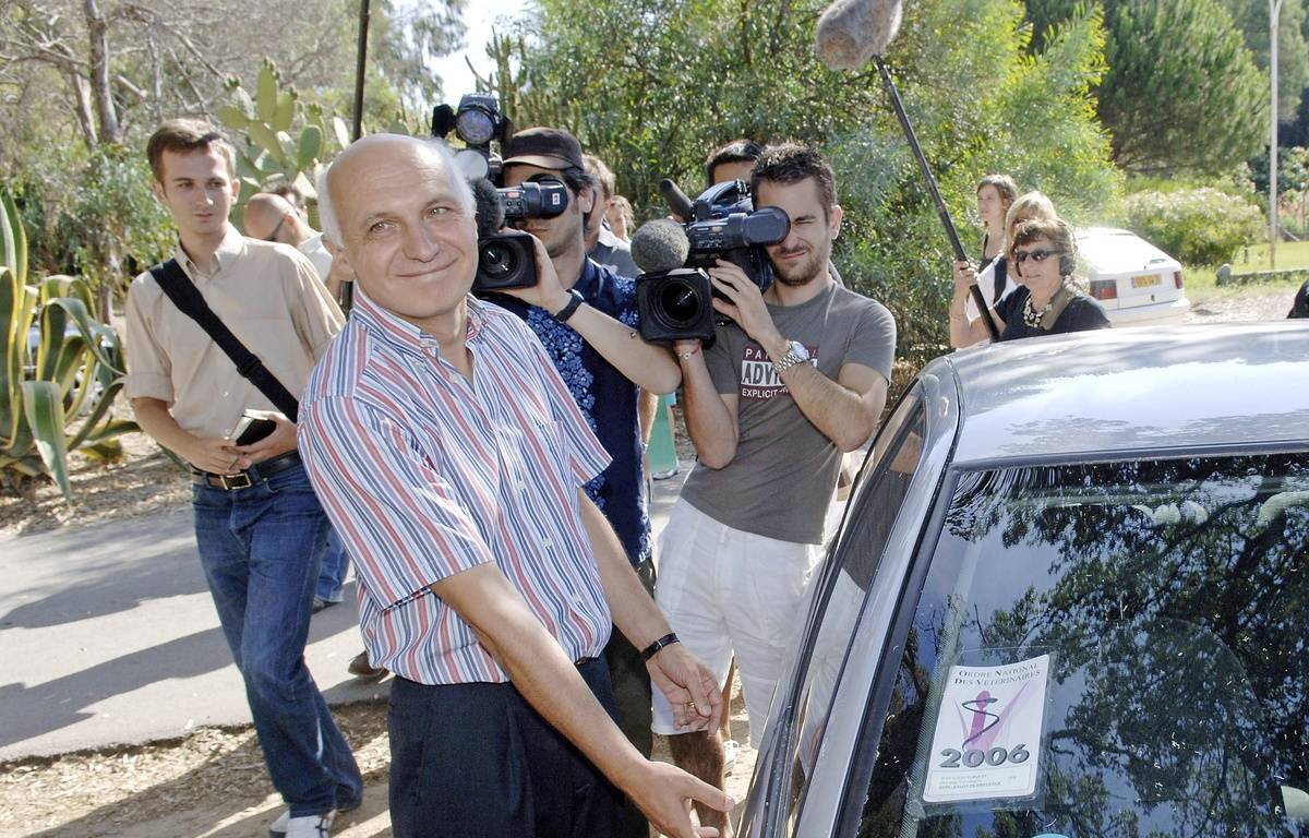 Jean-Louis Turquin à sa sortie de prison à Casabianda (Haute-Corse), en 2006. – STEPHAN AGOSTINI / AFP