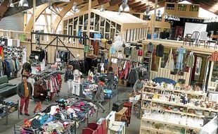 Mobilier, livres, vaisselle et autres vêtements sont en vente au Comptoir.