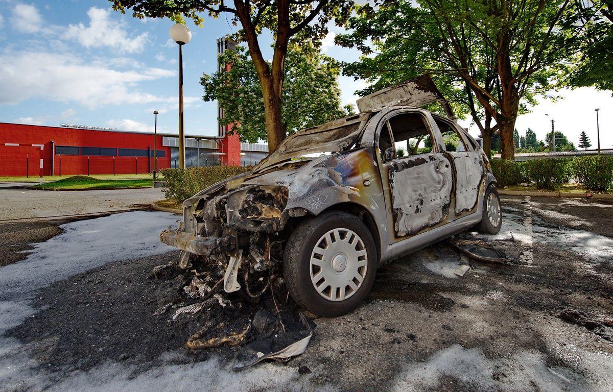 14 juillet pr s de 600 voitures incendi es en l g re hausse par rapport 2016. Black Bedroom Furniture Sets. Home Design Ideas
