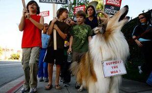 Même la fidèle Lassie a rejoint ce mouvement de protestation.  Débutée le 5 novembre dernier, la grève semble s'enliser. D'ici là, une demi-douzaine de série vont probablement devoir cesser leurs tournages dans les jours à venir.   Conception : E. Drouard