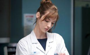 Louise Bourgoin campe Chloé, une interne expérimentée, dans «Hippocrate».