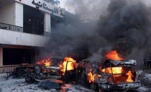 Un général de l'armée libanaise, proche du candidat favori à la présidence et responsable des opérations contre des rebelles islamistes l'été dernier, a été tué mercredi dans un attentat qui a fait quatre morts dans une banlieue chrétienne de Beyrouth.