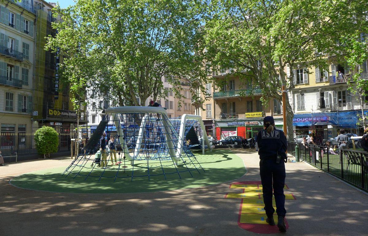 Dans le quartier Notre-Dame à Nice, des agents de la ville tentent de réduire les incivilités.  – M. Frénois / ANP / 20 Minutes