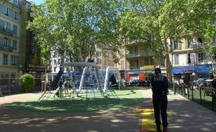 Dans le quartier Notre-Dame à Nice, des agents de la ville tentent de réduire les incivilités.