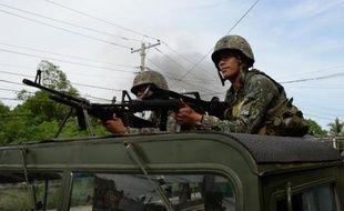 L'armée philippine intensifiait ses opérations dimanche à Zamboanga (sud) contre des indépendantistes musulmans qui ont lancé il y a une semaine une attaque ayant fait plusieurs dizaines de morts.