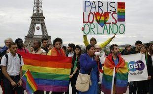 Hommage à Paris aux victimes du carnage d'Orlando, le 13 juin 2016