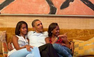 Barack Obama et ses deux filles, Malia (gauche) et Sasha, le 4 septembre 2012 à la Maison Blanche.