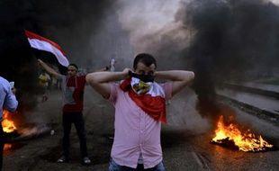 Un tribunal militaire égyptien a condamné mardi, pour la première fois depuis la destitution début juillet du président islamiste Mohamed Morsi, un membre des Frères musulmans à la perpétuité, et 51 autres à des peines de prison pour l'agression de militaires à Suez