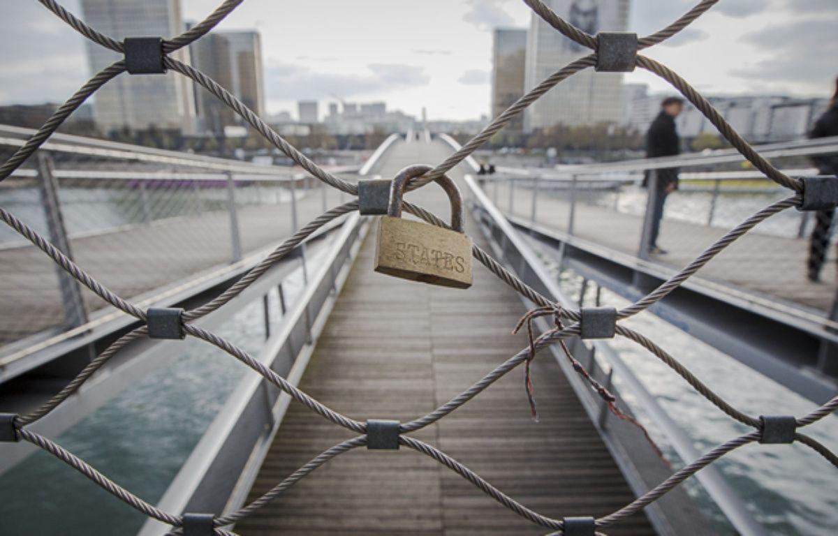 D'abord restreint au Pont-des-Ars, les cadenas d'amours envahissent de plus en plus de ponts et monuments parisiens – A. GELEBART / 20 MINUTES