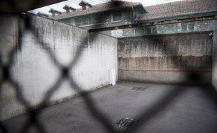 Un détenu de la maison d'arrêt de Fresnes s'est évadé mercredi d'un hôpital du Val-de-Marne où il s'était rendu pour un examen médical, a-t-on appris de source policière.