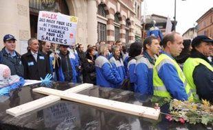 La défense de l'usine de connecteurs automobiles Molex de Villemur-sur-Tarn (Haute-Garonne), menacée de fermeture par son actionnaire américain, a suscité jeudi une mobilisation générale des 300 salariés, de la population et des élus.