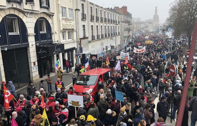 Grève du 5 décembre : Plus de 20.000 manifestants à Nantes, « ça faisait longtemps qu'on n'avait pas vu ça »
