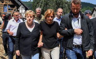 Angela Merkel s'est rendue dans le village de Schuld (Rhénanie-Palatinat), dévasté par les inondations qui ont frappé l'Allemagne et l'Europe de l'Ouest.