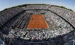 Le court central de Roland-Garros lors de la demi-finale entre le Britannique Andy Murray et l'Espagnol Rafael Nadal, le 6 juin 2014 à Paris