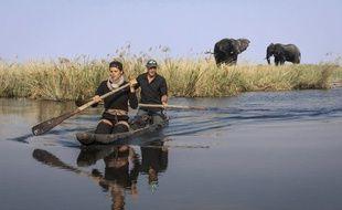 Laure Manaudou et Mike Horn en pirogue au Botwana dans «A l'état sauvage».