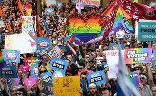 Des militants du mariage pour les couples homosexuels manifestent à Sydney