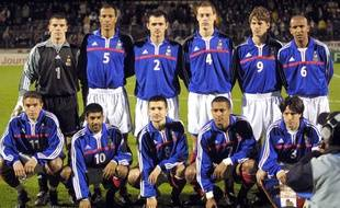 Nicolas Gillet (4e en haut en partant de la gauche) sous le maillot de l'équipe de France A' en mars 2001.