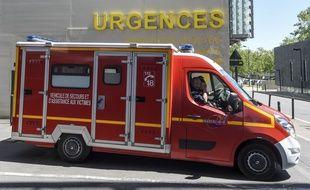 En état d'urgence absolue, la jeune femme a été emmenée à l'hôpital.