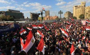 Le trafic est revenu à la normale samedi matin sur la place Tahrir au Caire, où il était bloqué par un sit-in lancé mercredi, date anniversaire du début du soulèvement ayant provoqué la chute du président Hosni Moubarak en février 2011.