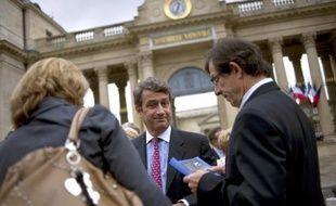 """Un nouveau délit dans le code pénal : les députés devaient examiner lundi soir une proposition de loi UMP qui sanctionne la violation du """"secret des affaires"""" d'une peine de trois ans de prison et de 375.000 euros d'amende afin de combattre l'espionnage économique."""