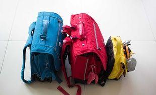 Les inserts de protection doivent être glissés dans les sacs à dos des élèves.