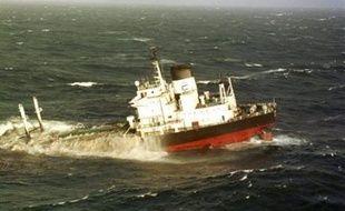 """Le pétrole échappé de l'Erika qui a souillé le littoral en 1999 peut être qualifié de """"déchet"""", dont Total est responsable, a tranché la Cour de cassation dans un litige opposant le groupe pétrolier à une commune victime de la marée noire, Mesquer en Loire-Atlantique."""