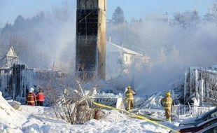 Le bilan d'un incendie d'une maison de retraite à l'Isle-Verte au Québec a été revu à la hausse jeudi soir avec cinq morts, et devrait continuer de s'aggraver au fil des heures avec la poursuite de la fouille des décombres, ont prévenu les autorités qui ont maintenu à 30 le nombre des disparus.