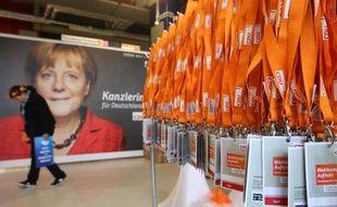 """A deux semaines des législatives allemandes, la chancelière allemande Angela Merkel se faisait étriller lundi par l'opposition et nombre d'éditorialistes pour ses """"zigzags"""" sur la Syrie alors que les Etats-Unis organisaient une riposte à l'utilisation présumée d'armes chimiques."""