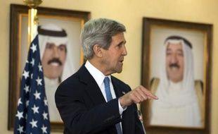 """Le secrétaire d'Etat américain John Kerry s'est dit confiant mercredi dans le fait que les dirigeants israélien et palestinien veulent tous les deux la paix, en appelant à des progrès """"aussi vite que possible"""" dans les négociations."""