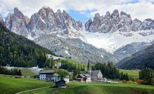 L'alpiniste Reinhold Messner a grandi face à ce paysage. Sa maison d'enfance jouxte l'église de Santa Maddalena.